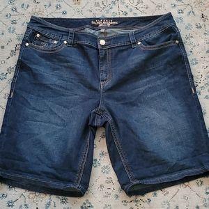 Melissa McCarthy denim shorts